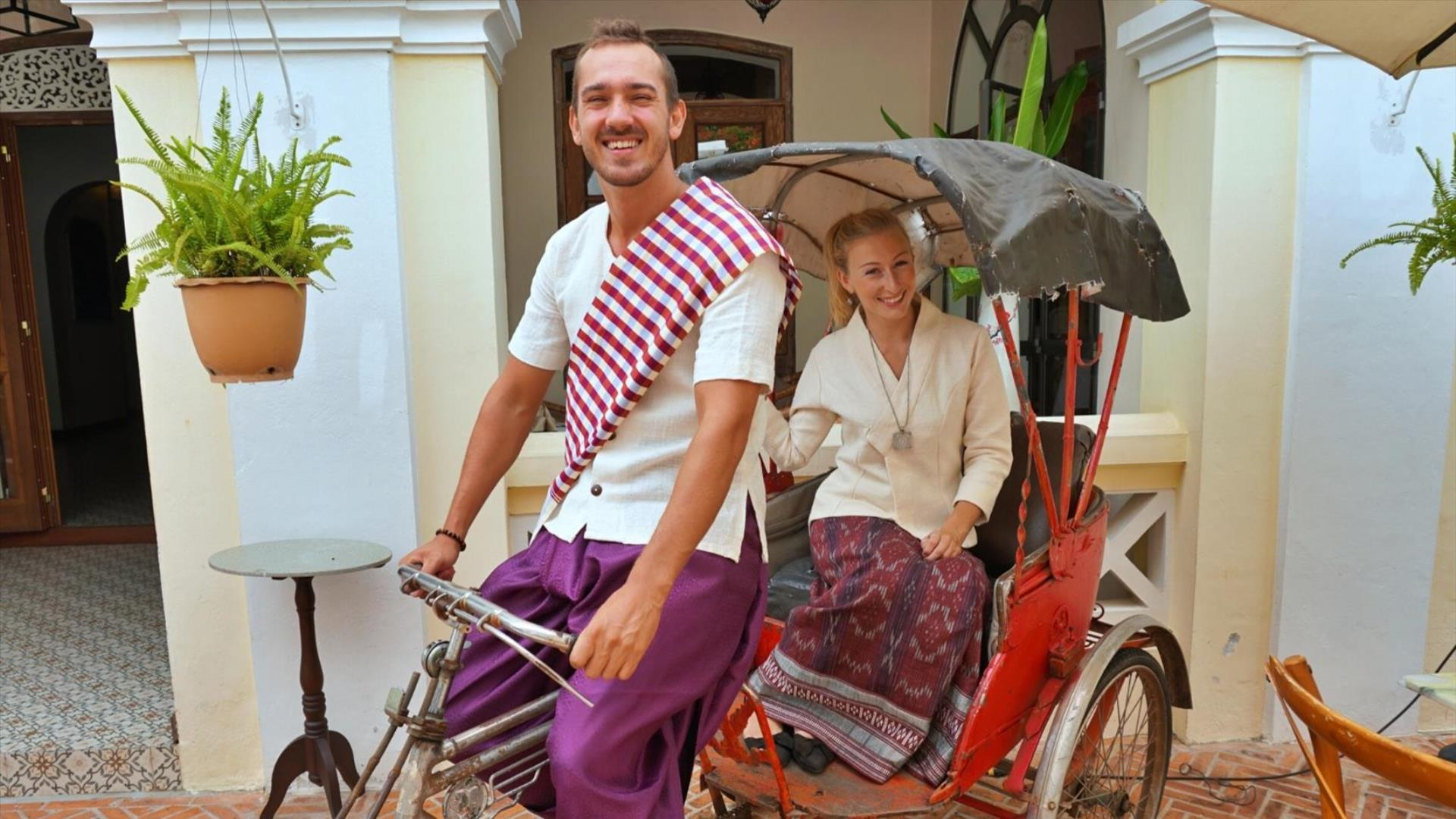 Laos, Luang Prabang: Dress like a local - Half Day | Visit Locations in style