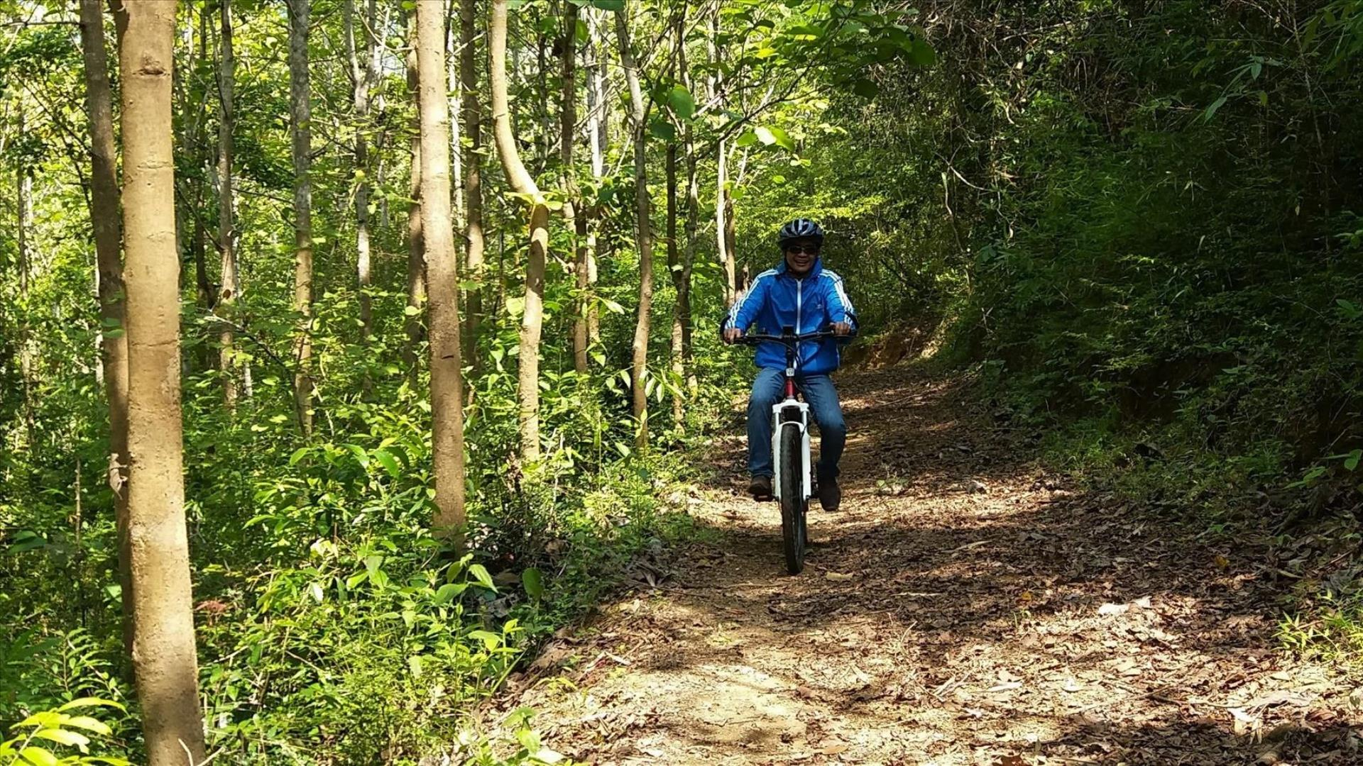Laos, Luang Prabang : E—Mountain Bike Adventure - 1 Day | E—Mountain Biking on the Nam Khan River