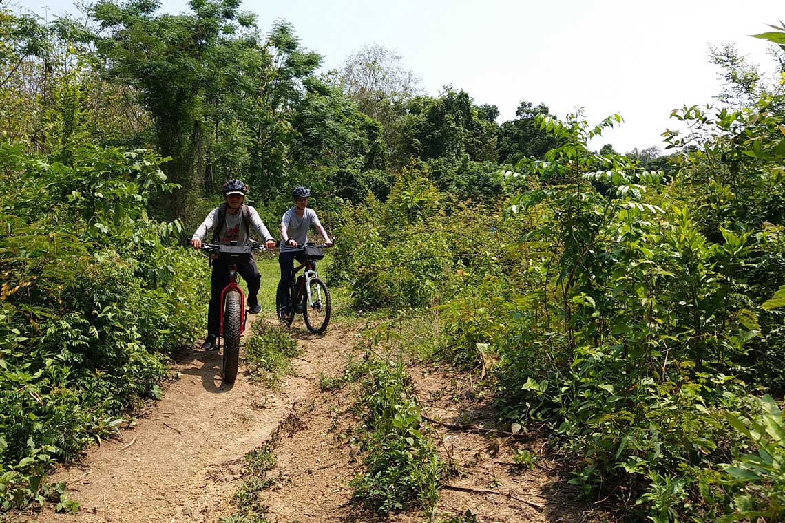 E-biking Laos - Nam Khan river