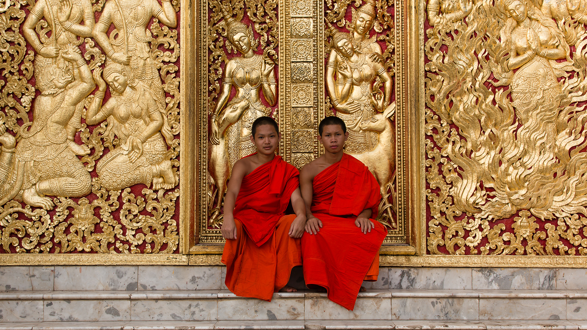 Luang Prabang - Wat Xieng Thong, Monks, Golden Doors